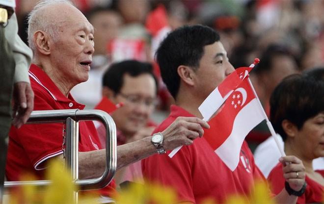 Một trong những lần xuất hiện cuối cùng của ông Lý Quang Diệu trước công chúng là khi ông tham dự lễ kỷ niệm 49 năm Quốc khánh Singapore vào năm 2014, khi ông 90 tuổi - Tin: BBC/Ảnh: Getty.<br>