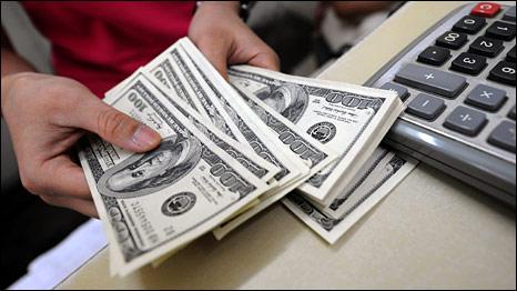 Đồng đô la tiếp tục lao dốc là nhân tố trợ giá cho giá vàng thế giới