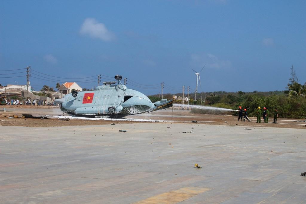 Máy bay gặp sự cố tại đảo Phú Quý, nhiều người bị thương