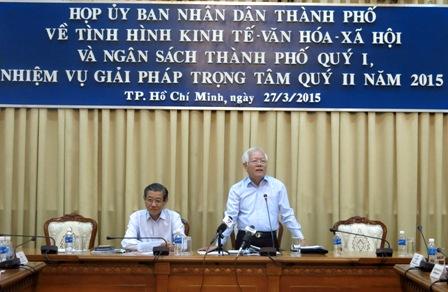 Chủ tịch TPHCM yêu cầu rà soát tác động tăng giá điện, xăng dầu