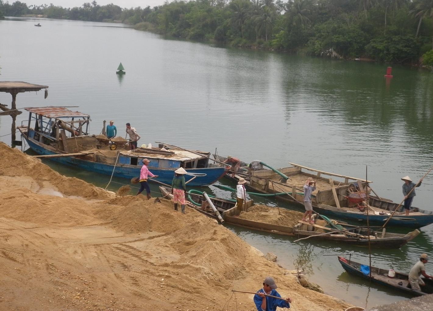 Thủ tướng: Nghiêm cấm lợi dụng việc nạo vét để khai thác cát trái phép