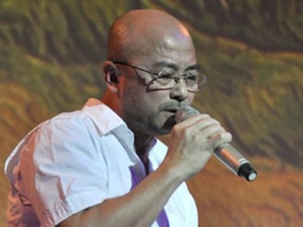Doanh nhân Hà Dũng hát một ca khúc buồn trong những ngày Indochina Airlines phá sản.