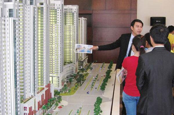 Khách hàng có quyền từ chối giá chênh nhưng hầu hết đều bất đắc dĩ phải mua nhà với giá cao.