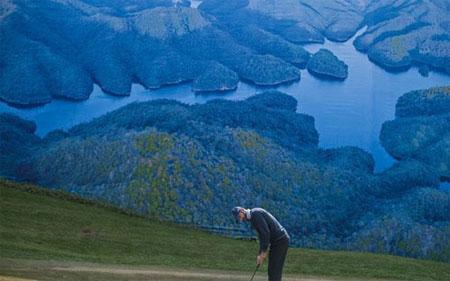 """Vì sao Trung Quốc """"tuyên chiến"""" với sân golf?"""