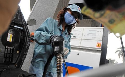 Nhiều chuyên gia lo ngại giá xăng dầu sẽ tăng khi thuế bảo vệ môi trường đối với xăng dầu tăng 300% có hiệu lưc từ 1/5