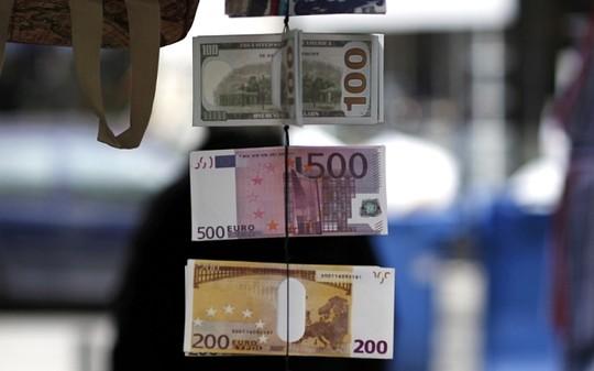 Eurozone chìm ngập trong nợ nần