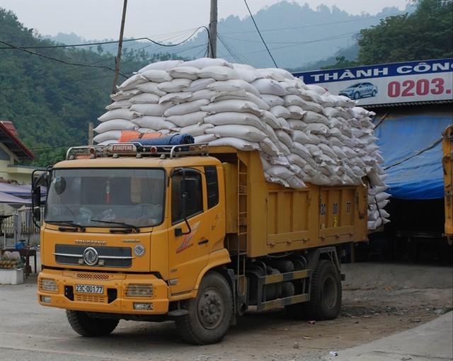 Bộ Công Thương: chỉ còn vài chục xe ùn tắc xuất khẩu gạo ở biên giới