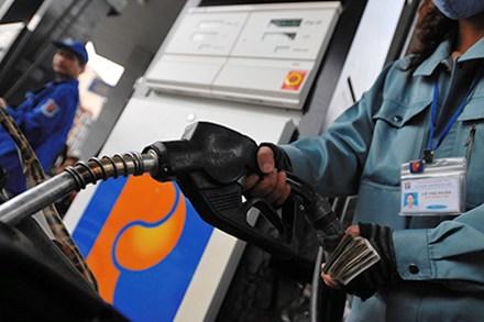 Giá xăng tăng 2.000 đồng/lít từ 21 giờ tối nay