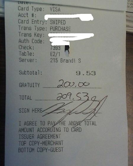 Cô nhân viên đã phát khóc khi biết số tiền boa là 200 đô la, gấp hơn 20 lần giá trị hóa đơn.