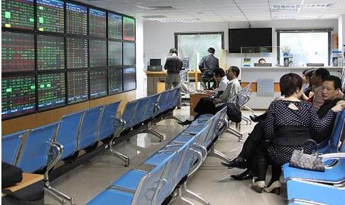 Ngay sau dịp nghỉ lễ 30/4-1/5, thị trường chứng khoán mở cửa với một phiên giảm rất mạnh.