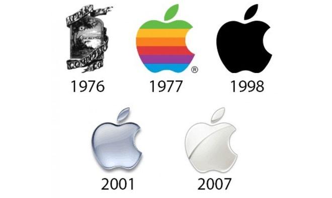 """Logo quả táo """"lòe loẹt"""" của Apple gây ấn tượng khá mạnh vào năm 1977, nhưng công ty này đã chuyển sang một logo đơn giản, màu trắng, dạng 3D vào năm 2007.<br>"""