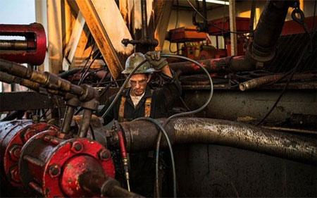 Giá dầu thô tiếp tục tăng mạnh