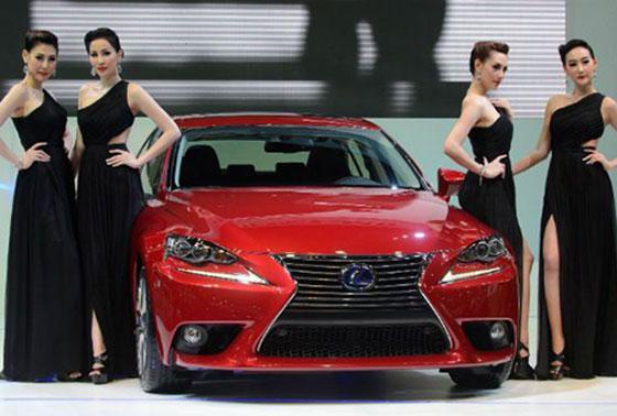 Người Việt mua gần 4.200 xe nhập nguyên chiếc trong 1 tháng