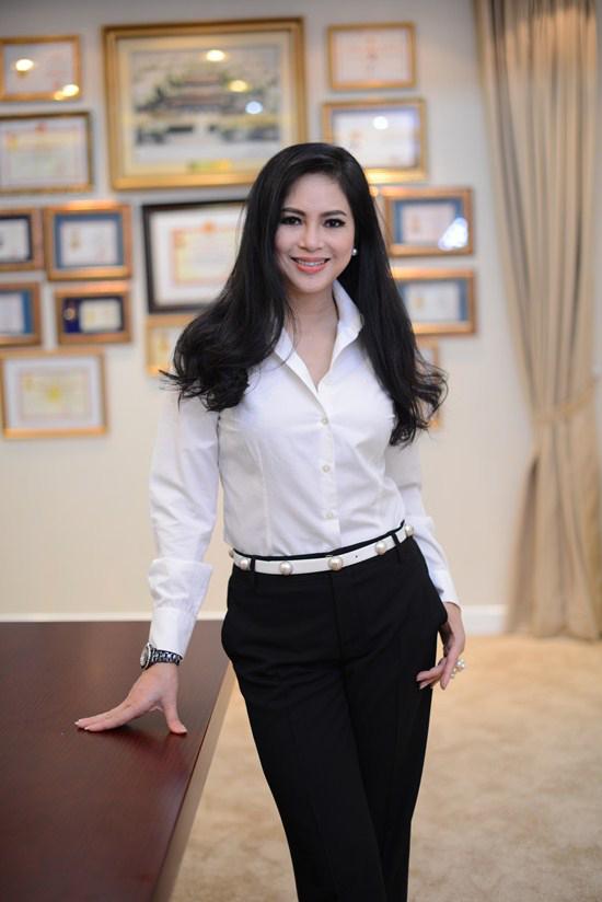 Mẹ chồng Tăng Thanh Hà giàu và quyền lực cỡ nào?