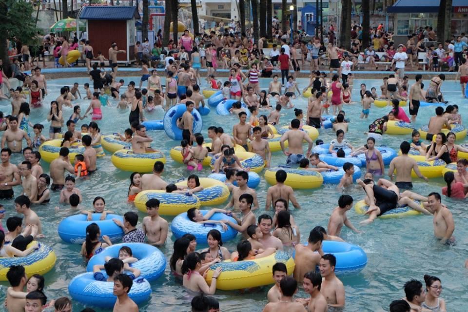 Bể bơi Hà Nội: Giá vé có đi đôi với chất lượng?