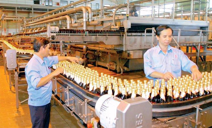 Dán tem bia khiến nhiều doanh nghiệp bức xúc vì phải chi thêm 7.000 tỷ đồng
