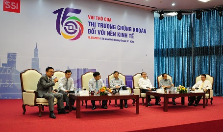 Chưa dám đầu tư chứng khoán, người Việt dành tiết kiệm