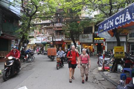 Khách quốc tế đến Việt Nam giảm liên tiếp trong 11 tháng qua
