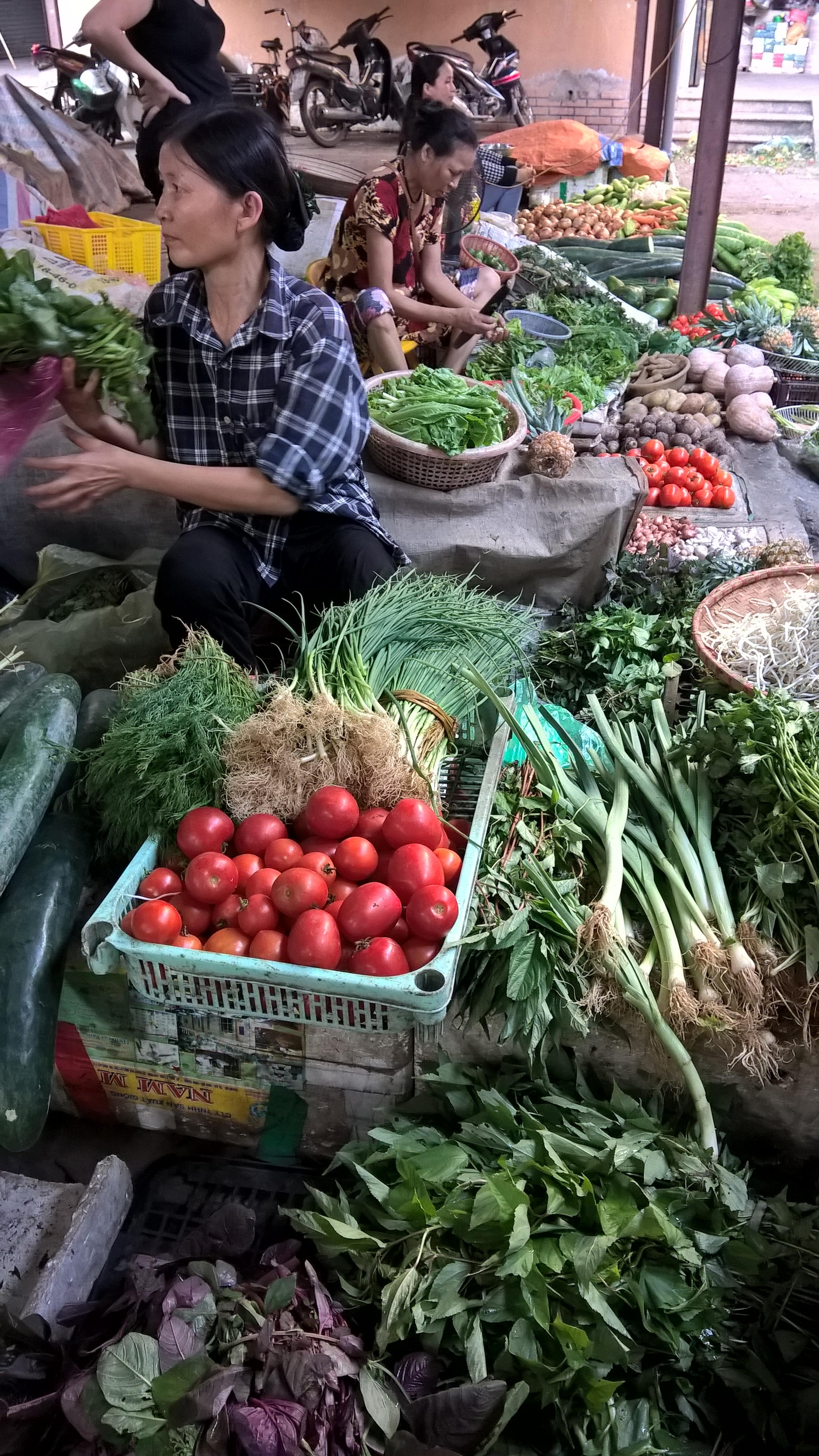 Xăng tăng giá 2 ngày, thực phẩm đã nhích tăng theo