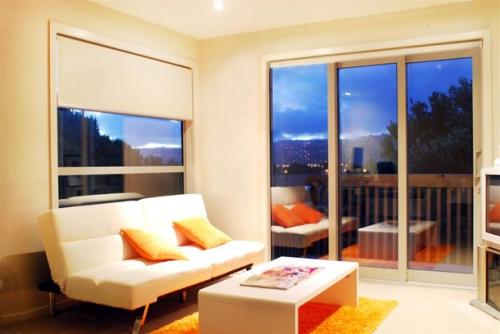 Rèm cuốn là sự lựa chọn lý tưởng cho trang trí phòng khách