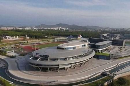 Công trình có kích thước bằng 3 sân bóng đá.