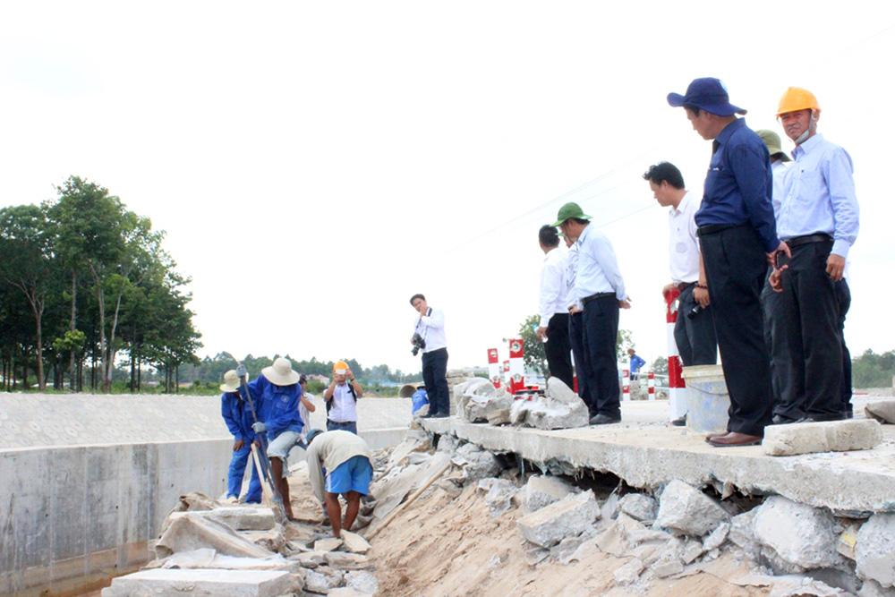Công trình 300 tỷ nứt toác sau 1 trận mưa: Chưa đánh giá kỹ địa chất