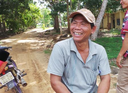 Ông Nguyễn Văn Tuyên (ấp 1, xã Suối Trầu): Dự án càng kéo dài, người dân càng cực.