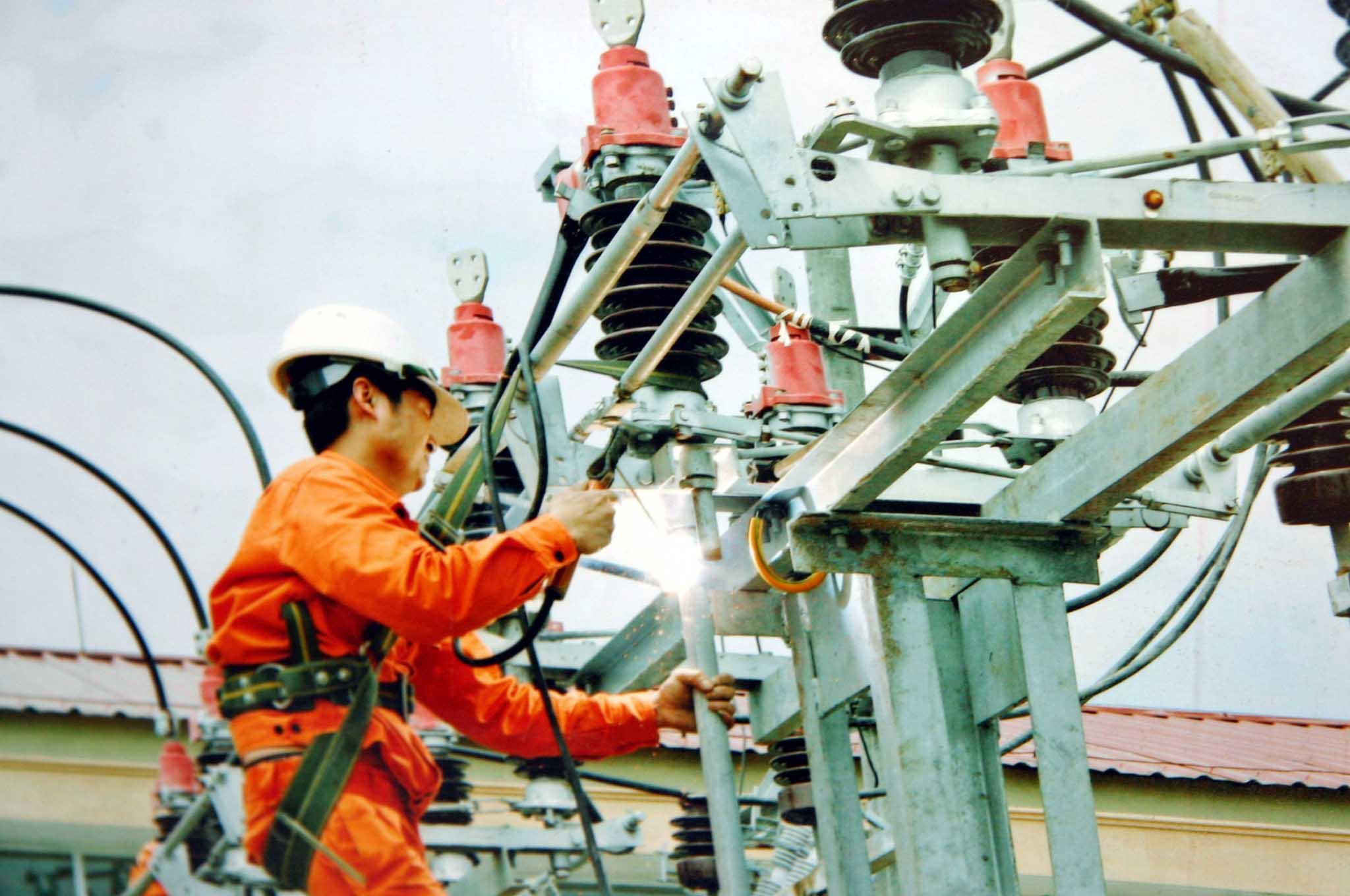 Cục Điều tiết điện lực: mất điện chỉ do… nắng nóng