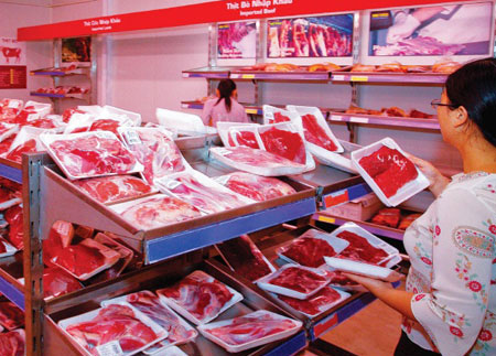 Việt Nam là tâm điểm nhập khẩu thịt, chăn nuôi trong nước đi về đâu?