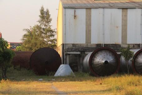 Nhiều thiết bị, linh kiện bị vứt bỏ ngoài trời đã bị hoen gỉ