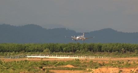 máy bay, bầu đức, lào, sân bay, cao sư, mía đường
