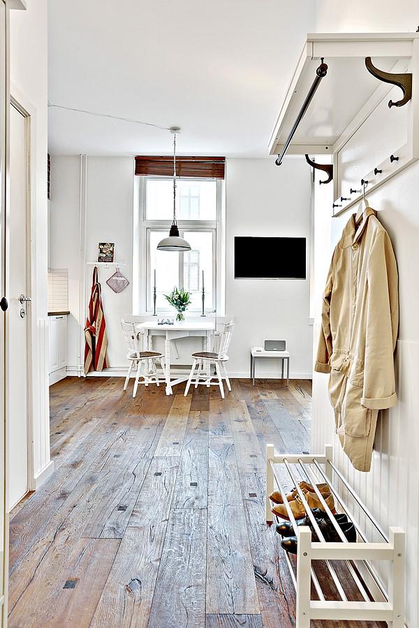 Mặc dù chủ nhân đã cho sửa chữa, thiết kế lại căn hộ nhưng vẫn giữ lại nhiều nét cổ điển hài hòa.