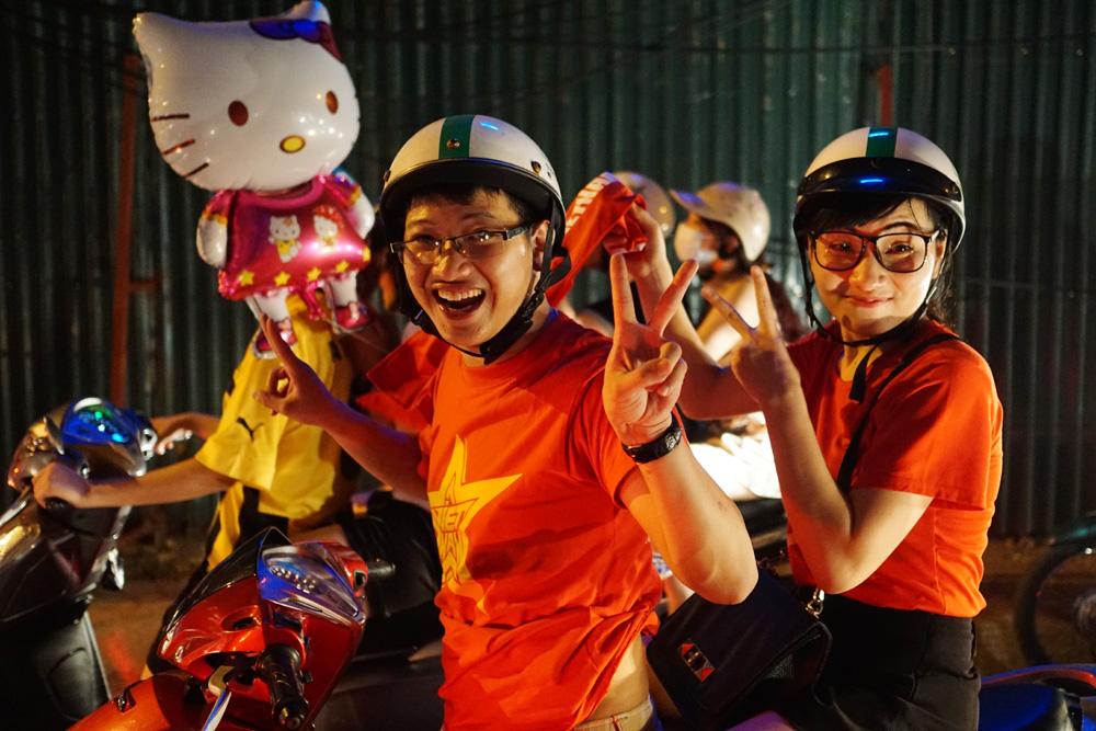Những người hâm mộ bóng đá Việt Nam trẻ tuổi