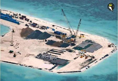 Trung Quốc thổi bùng căng thẳng Biển Đông hòng che đậy bất ổn kinh tế?
