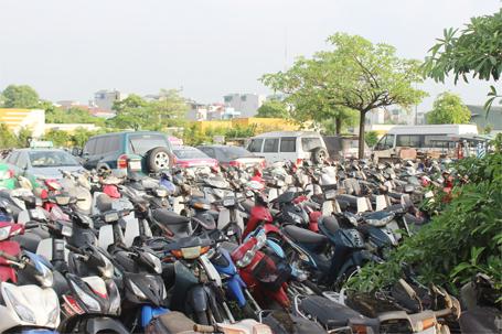 Có khá nhiều xe máy đắt tiền được đưa về bãi xe này