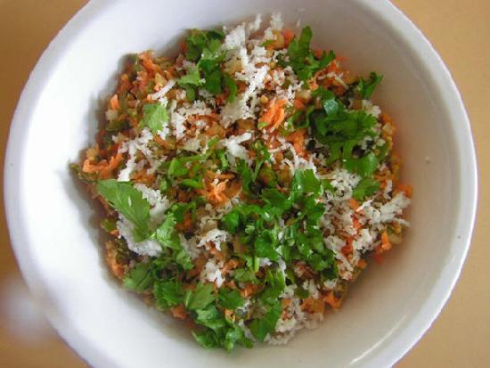 Món Sa lát từ lá cà rốt
