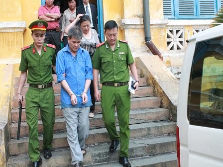 Vụ lừa đảo hàng chục tỉ đồng tại Agribank Bình Chánh: Đổ trách nhiệm cho giám đốc đã chết