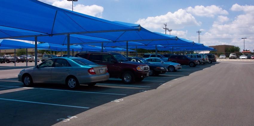Đậu xe dưới bóng râm tránh được nhiều mối nguy cho sức khỏe và giúp tiết kiệm xăng