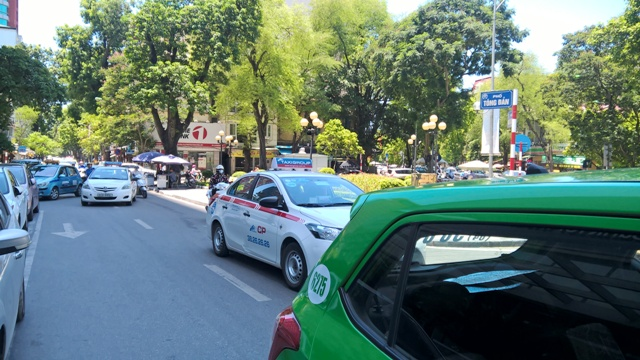 Cánh taxi hãng, taxi dù cũng tận hưởng cơ hội vàngđể kinh doanh