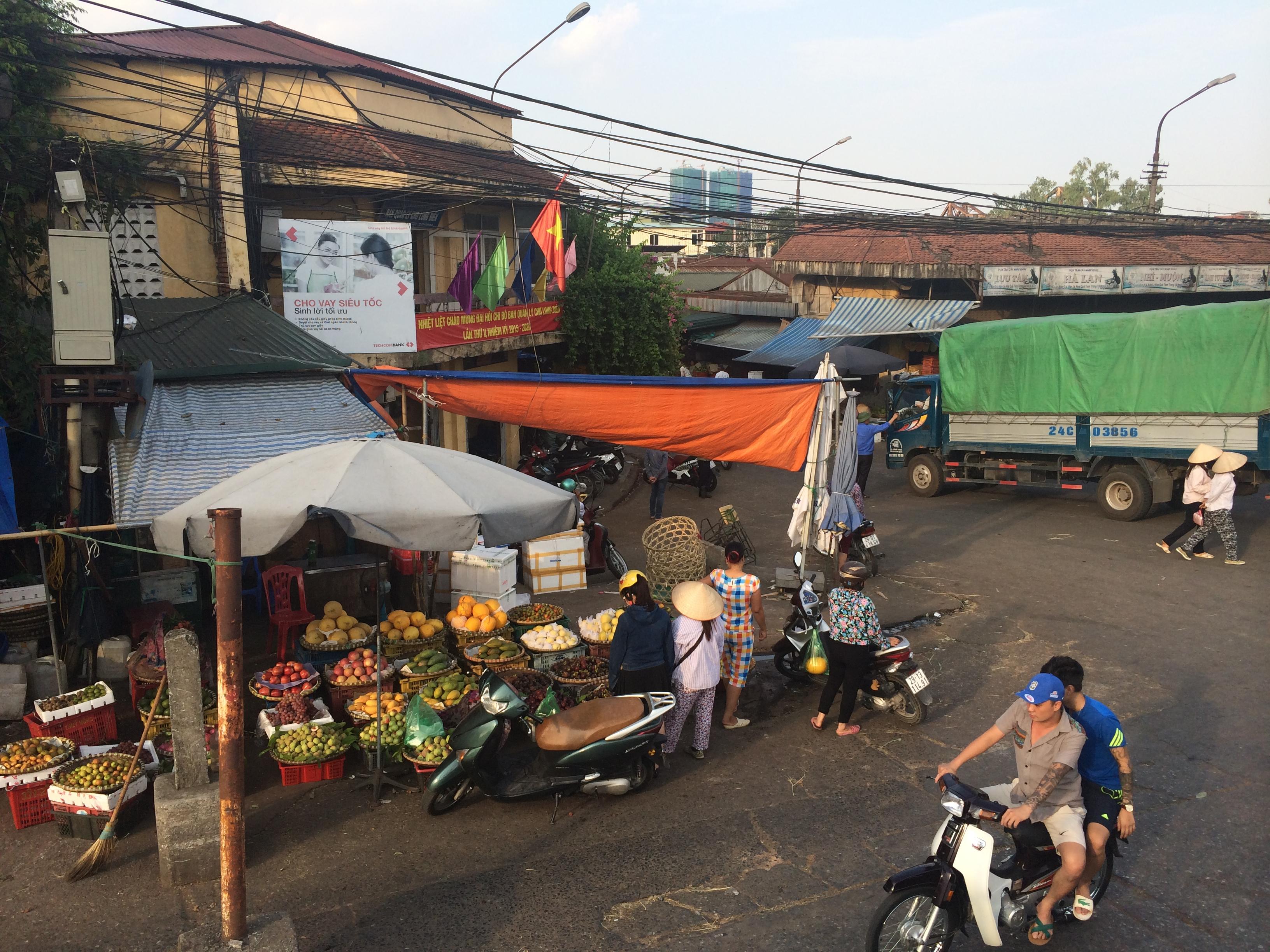 Xoá sổ chợ Long Biên: Tiểu thương hoang mang, lo