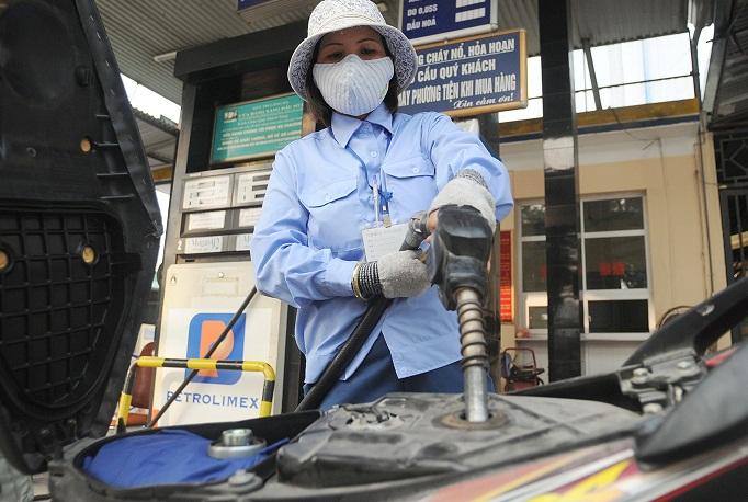 """Tăng """"khủng"""", giảm """"nhỏ giọt"""": Điều hành giá xăng dầu bất công!"""