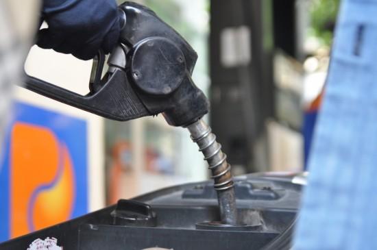 Kỳ vọng giá xăng dầu còn giảm tiếp trong tháng 8 - 1