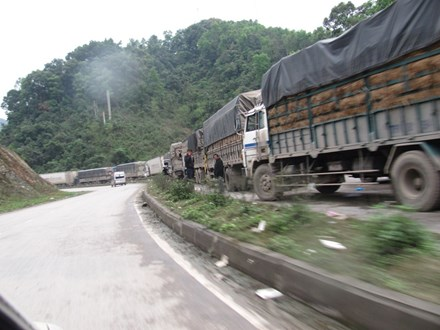 Gần 500 xe hàng nông sản ùn ứ tại cửa khẩu Tân Thanh