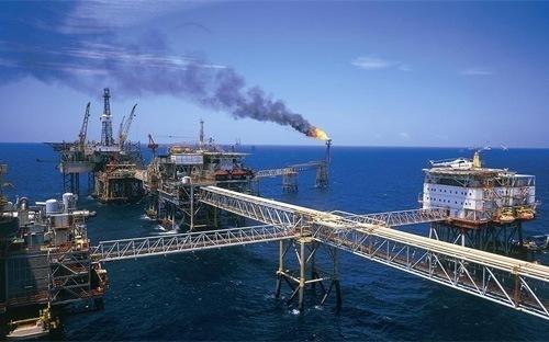 """""""Không tăng khai thác dầu để bù hụt thu"""""""