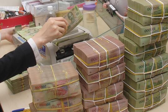 Chuyên gia kinh tế khuyến cáo các ngân hàng cần thận trọng khi tăng lãi suất trong bối cảnh hiện nay  Ảnh: TẤN THẠNH