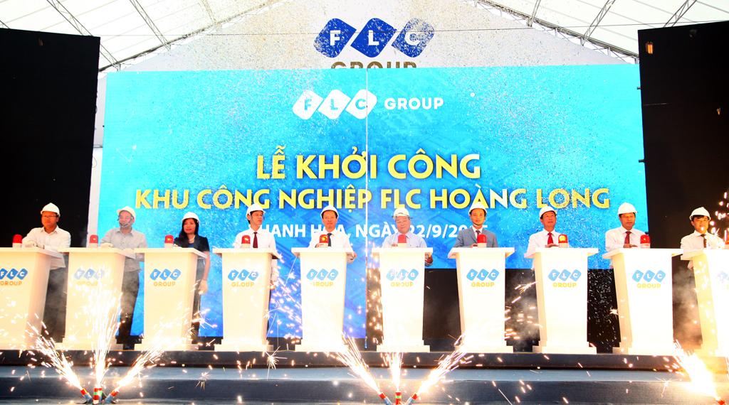 Các đại biểu thực hiện nghi lễ khởi công dự án KCN FLC Hoàng Long