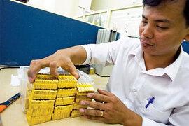 Giá vàng biến động, chênh lệch nới rộng