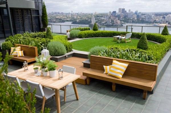 Nằm trên tầng 25 của một tòa chung cư, khu vườn tuyệt đẹp này được bao phủ bởi hoa iris và hoa oải hương.            Sân thượng này được bố trí hồ nước nóng, giúp cho gia chủ nhân vừa thư giãn, vừa có thể ngắm nhìn thành phố từ trên cao.          Sân thượng được thiết kế thành khu vực ăn uống ngoài trời, giúp cho gia chủ có thể vừa thưởng thức bữa ăn, vừa có thể ngắm nhìn thành phố.            Thiết kế vườn sân thượng đơn giản và xinh xắn với nhiều cây xanh.                    Sử dụng các cây che phủ khoảng trống mang lại cảm giác xanh mát cho sân thượng.          Sân thượng được trang trí nhiều bồn hoa tạo không gian như đang ở dưới mặt đất.          Vườn trên sân thượng một phong cách độc đáo.          Thiết kế sân thượng thành nơi giải trí.          Sân thượng được làm mái che từ những thanh gỗ giúp giảm bớt lượng nhiệt trên, đồng thời tạo nên những vệt nắng đẹp.        Theo Trà My  VOV.VN/Theo Homedesignlover