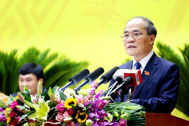 Chủ tịch Quốc hội Nguyễn Sinh Hùng liên tục phải nhắc nhở các Bộ trưởng phải trả lời vào trọng tâm vấn đề