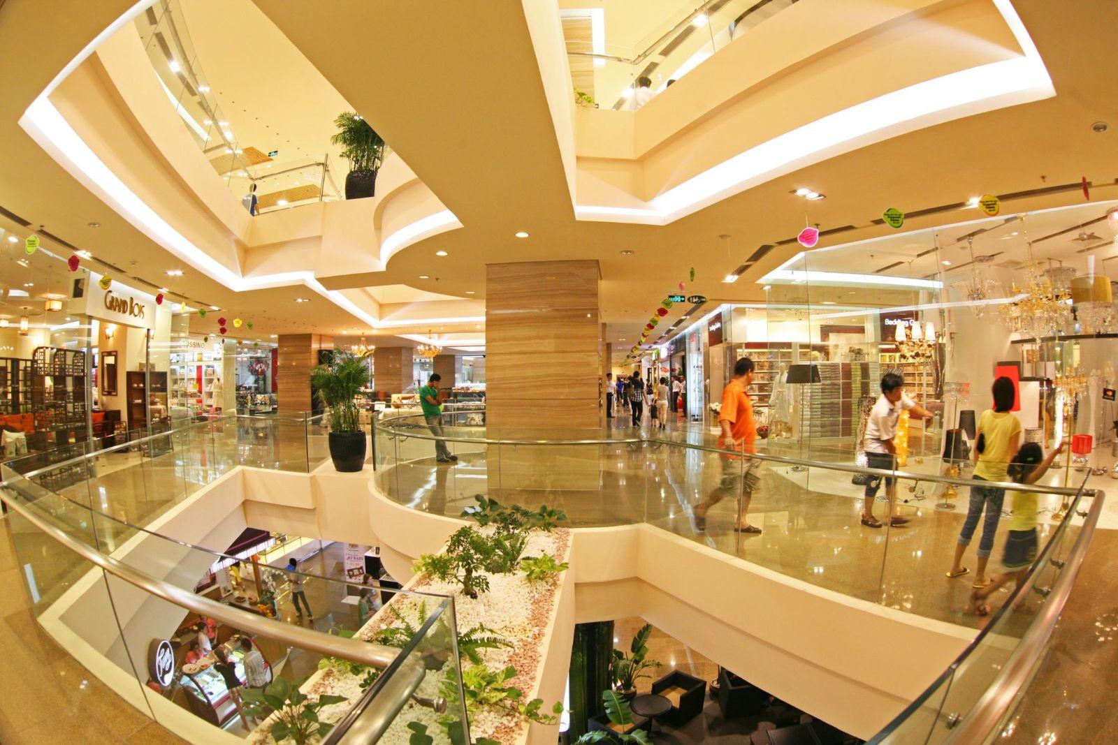 Nghịch lý: Người Việt mê hàng hiệu mà hàng loạt trung tâm mua sắm vẫn đìu hiu